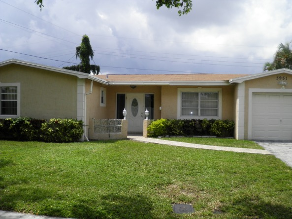 3BR/2BA Single Family Home w/ Open Patio and Spacious Backyard, Now Available