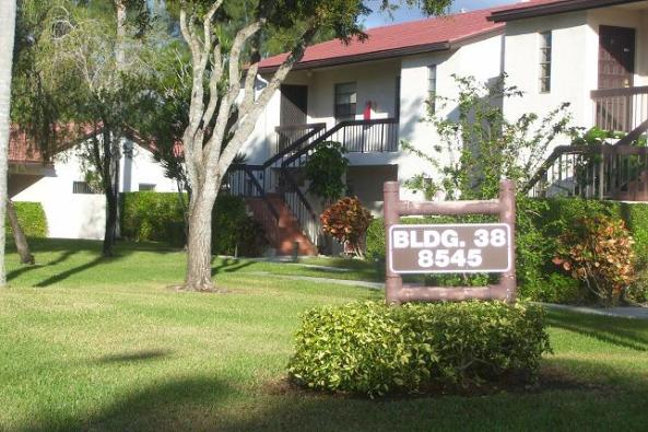 Beautiful 2BR/2BA, right on the Boca Lago Golf Course!